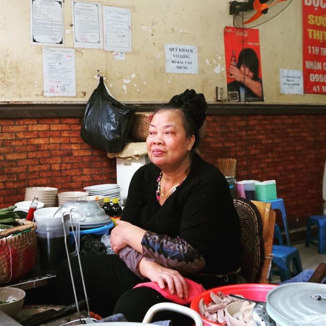"""3 hàng """"bún chửi"""" đình đám nhất Việt Nam: Lúc nào cũng đông nghẹt khách tìm đến vì tò mò, đồ ăn thuộc dạng ngon nức tiếng - Ảnh 3."""