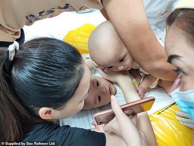 Ca phẫu thuật tách rời thành công cặp song sinh Trúc Nhi - Diệu Nhi của các y bác sĩ Việt Nam thu hút sự chú ý báo chí nước ngoài - Ảnh 4.