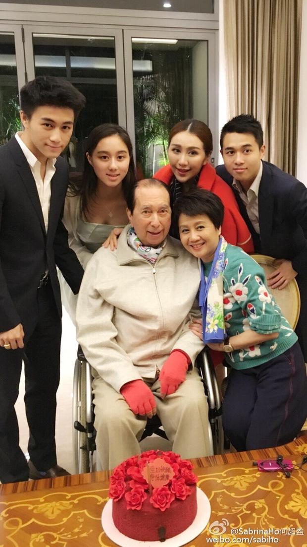 Hành trình đổi đời của vợ Tư Vua sòng bài Macau: Nữ vũ công nghèo khiến Hà Hồng Sân u mê, một bước trở thành phu nhân vạn người kính trọng - Ảnh 6.