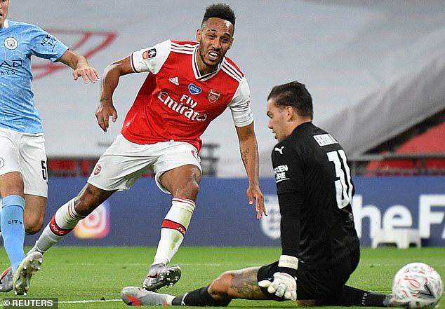 Arsenal hạ gục Man City, HLV Arteta nói ngay 1 điều về Aubameyang - Ảnh 1.