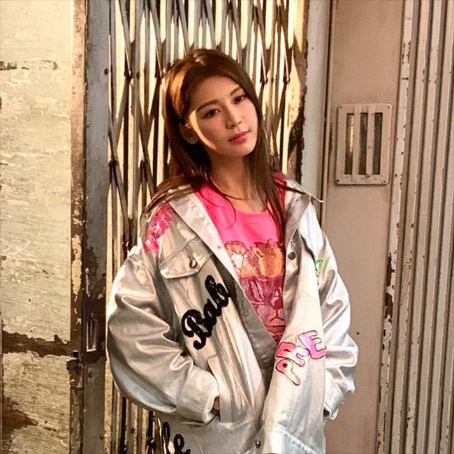 Nữ ca sĩ nổi tiếng Hong Kong nhiễm Covid-19, toàn bộ TVB bị phong tỏa - Ảnh 1.