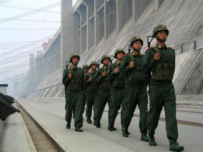 Ảnh độc thời dốc cạn sức xây đập Tam Hiệp Trung Quốc muốn giấu cả thế giới - Ảnh 10.