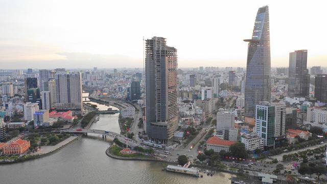 Cận cảnh cao ốc đắp chiếu, làm xấu bộ mặt trung tâm Sài Gòn - Ảnh 1.