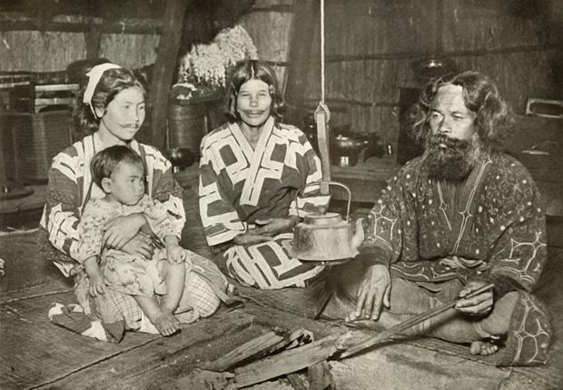 Không phải Amazon, chẳng ai ngờ bộ lạc bí ẩn nhất thế giới lại đang sinh sống tại... Nhật Bản, thậm chí còn là nguyên nhân ra đời của Samurai - Ảnh 4.