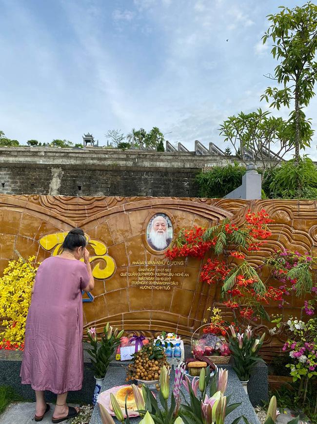 83 năm ngày sinh cố nhà giáo Văn Như Cương, Tô Sa - cháu ngoại thầy Cương chia sẻ khoảnh khắc xúc động của bà ngoại cạnh mộ thầy - ảnh 5