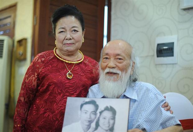 83 năm ngày sinh cố nhà giáo Văn Như Cương, Tô Sa - cháu ngoại thầy Cương chia sẻ khoảnh khắc xúc động của bà ngoại cạnh mộ thầy - ảnh 6