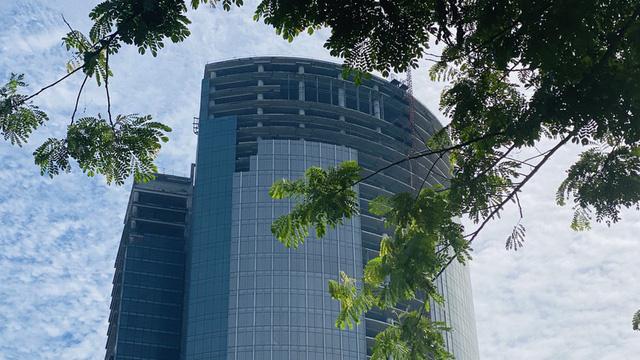 Cận cảnh cao ốc đắp chiếu, làm xấu bộ mặt trung tâm Sài Gòn - Ảnh 7.