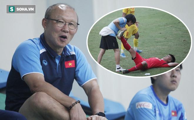 """Thầy Park bật cười chua chát trước """"thảm cảnh"""" U22 Việt Nam đuối sức, đá không nổi 90 phút"""