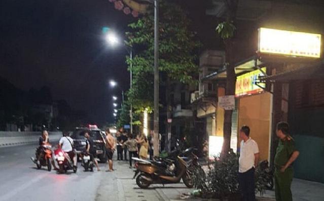 Mâu thuẫn khi tham gia giao thông, thanh niên đi xe máy rút dao đâm chết người đi ô tô