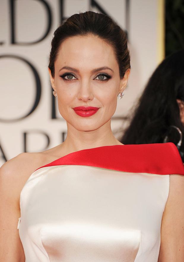 Rộ tin Angelina Jolie yêu đồng giới 2 mỹ nhân đình đám Hollywood, cưới Brad Pitt làm lá chắn - Ảnh 1.