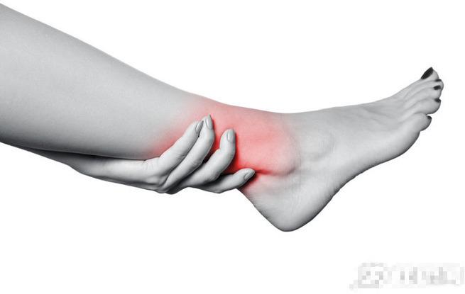Nếu bị phù ở chân: Làm sao để biết đó là bệnh về mạch máu, bệnh thận hay bệnh khác? - Ảnh 2.