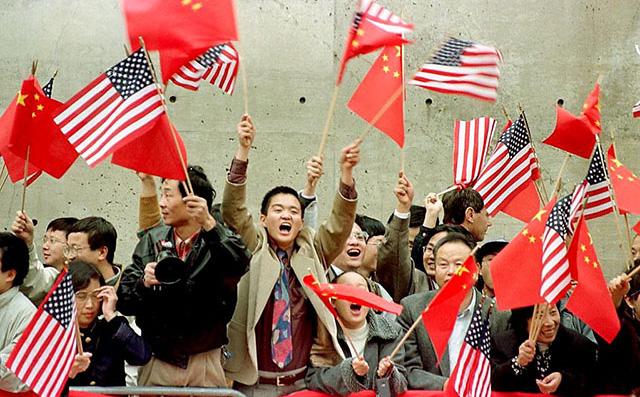 """Căng thẳng với Trung Quốc rơi vào vùng nguy hiểm, Mỹ lỡ tay đổ """"mỏ vàng"""" sang Anh"""