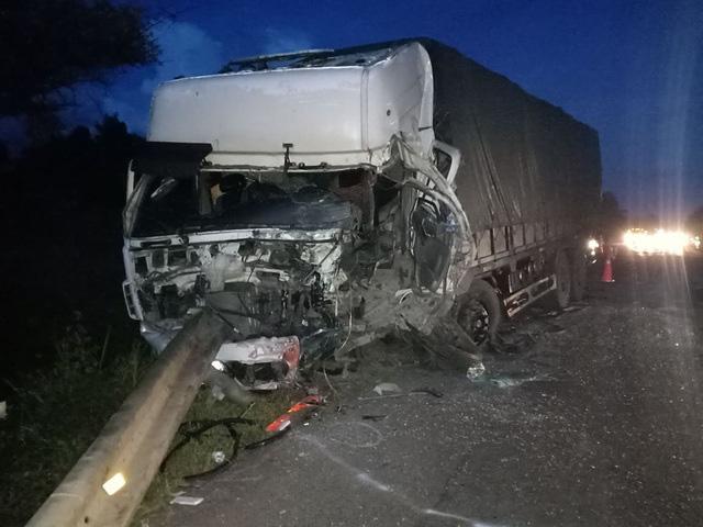 Vụ xe khách 16 chỗ đấu đầu xe tải khiến 8 người chết ở Bình Thuận: Phó Thủ tướng yêu cầu điều tra nguyên nhân - Ảnh 1.