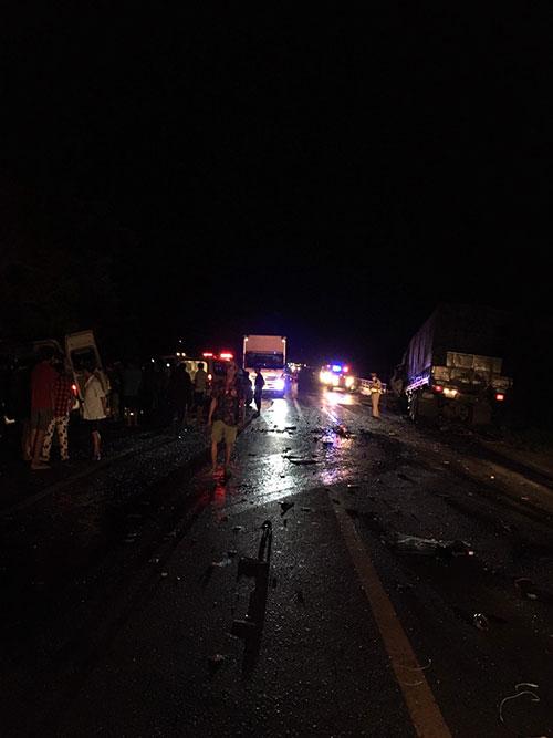 Tai nạn nghiêm trọng làm 8 người tử vong, nhiều người bị thương ở Bình Thuận: Tốc độ 2 xe là bao nhiêu? - Ảnh 2.