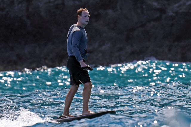 Bôi kem chống nắng trắng bệch cả mặt, Mark Zuckerberg bị chế ảnh khắp mạng xã hội, chẳng khác gì Joker, Vô Diện! - Ảnh 1.