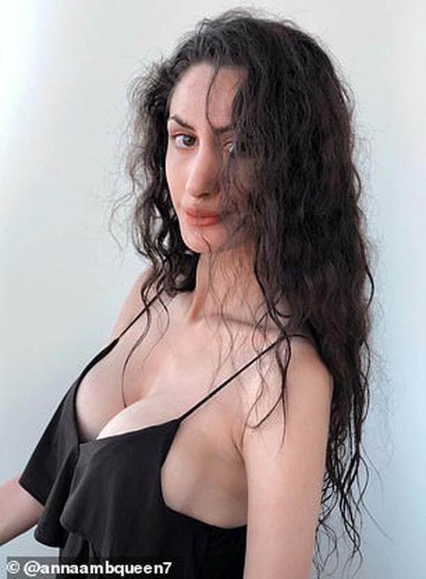 Nữ chuyên gia tình dục học nổi tiếng được phát hiện chết lõa thể trong khách sạn 5 sao, hàng hiệu đắt tiền vẫn bỏ lại bên cạnh - Ảnh 1.