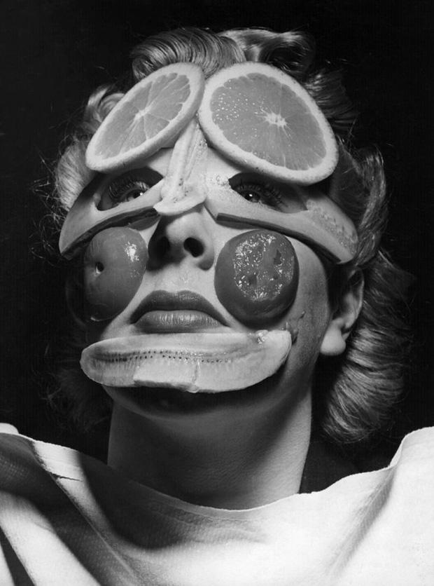 Cận cảnh những phương pháp làm đẹp từ 100 năm trước của chị em phụ nữ, nhiều cái trông không khác gì trong phim kinh dị - Ảnh 2.
