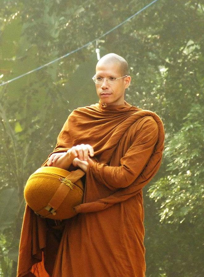 Sinh ra từ vạch đích nhưng không thèm thừa kế gia sản, con trai tỷ phú Malaysia bỏ lên chùa đi tu từ năm 18 tuổi - Ảnh 6.