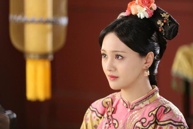 Phi tần tỏa hương thơm của Hoàng đế Khang Hi: Xuất thân thấp kém nhưng được sủng ái ngày đêm và sự thật sau lời mắng tiện phụ từ đế vương - Ảnh 2.