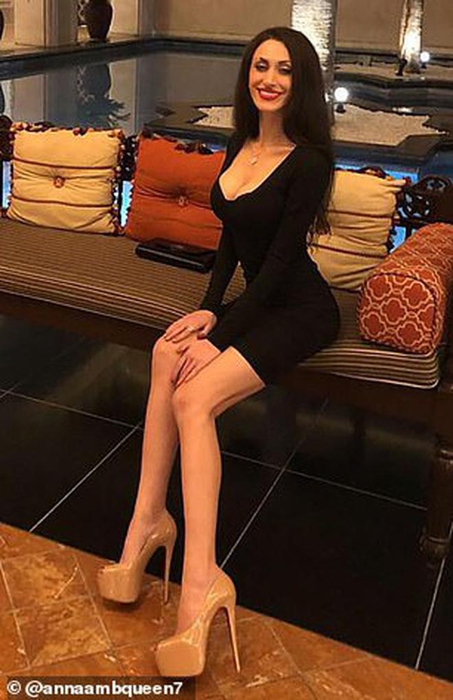 Nữ chuyên gia tình dục học nổi tiếng được phát hiện chết lõa thể trong khách sạn 5 sao, hàng hiệu đắt tiền vẫn bỏ lại bên cạnh - Ảnh 3.
