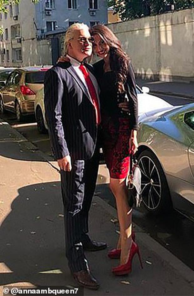 Nữ chuyên gia tình dục học nổi tiếng được phát hiện chết lõa thể trong khách sạn 5 sao, hàng hiệu đắt tiền vẫn bỏ lại bên cạnh - Ảnh 4.