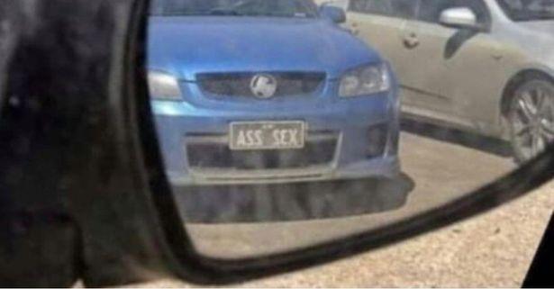 Chiếc xe bỗng dưng nổi tiếng vì có biển số lạ, nhìn qua gương ai cũng phải đỏ mặt - Ảnh 2.