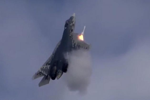NATO lộ ý định bắn hạ Su-57 Nga - Tên lửa Iskander áp sát biên giới Libya? - Ảnh 1.