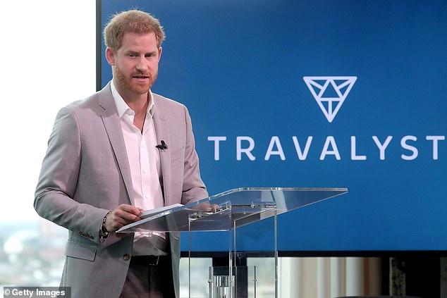 Vợ chồng Meghan Markle muối mặt khi bị tố sử dụng tiền từ thiện trái mục đích khiến Hoàng tử William bị liên lụy - Ảnh 2.