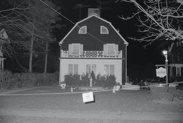 Bức ảnh chụp bé trai bí ẩn tại ngôi nhà từng xảy ra vụ thảm sát gia đình 6 người nổi tiếng nước Mỹ gây ám ảnh và tranh cãi dữ dội - Ảnh 1.