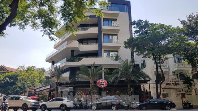 Cận cảnh biệt thự đô thị mẫu Hà Nội đua nhau thay cây xanh, lát vỉa hè sai quy hoạch - Ảnh 12.