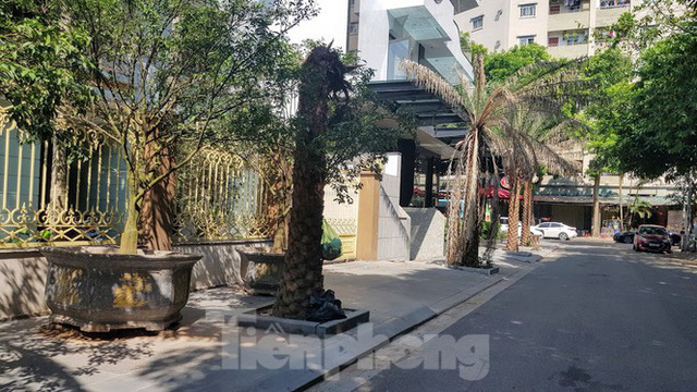 Cận cảnh biệt thự đô thị mẫu Hà Nội đua nhau thay cây xanh, lát vỉa hè sai quy hoạch - Ảnh 13.