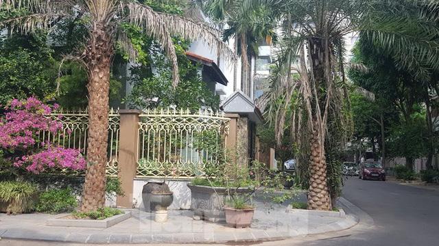 Cận cảnh biệt thự đô thị mẫu Hà Nội đua nhau thay cây xanh, lát vỉa hè sai quy hoạch - Ảnh 15.