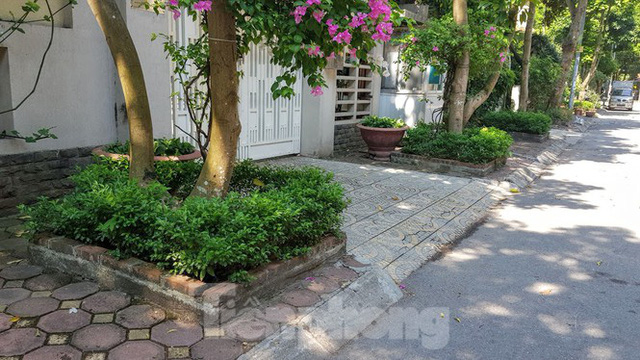 Cận cảnh biệt thự đô thị mẫu Hà Nội đua nhau thay cây xanh, lát vỉa hè sai quy hoạch - Ảnh 23.