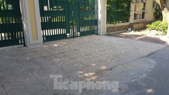 Cận cảnh biệt thự đô thị mẫu Hà Nội đua nhau thay cây xanh, lát vỉa hè sai quy hoạch - Ảnh 24.