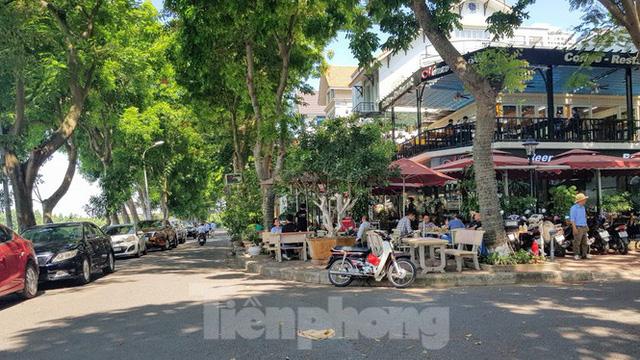 Cận cảnh biệt thự đô thị mẫu Hà Nội đua nhau thay cây xanh, lát vỉa hè sai quy hoạch - Ảnh 28.