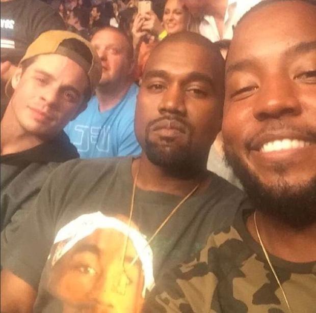 """Quá khứ """"kinh hoàng"""" của Kanye West: Nợ nần, tai nạn suýt chết, bệnh tâm thần và ám ảnh vì gián tiếp gây ra cái chết của mẹ - Ảnh 7."""