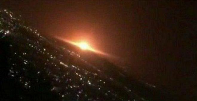 Hiện trường tan nát ở thủ đô Syria sau tập kích tên lửa Israel - Ai Cập sắp nhận hàng nóng từ Nga, Thổ cảnh giác trước đòn trừng phạt ở Libya? - Ảnh 2.
