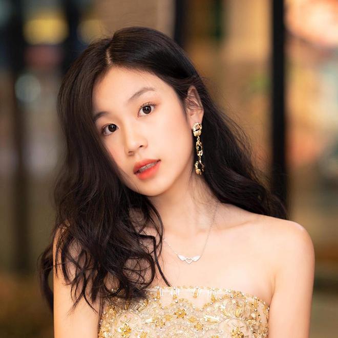 Vẻ phổng phao, xinh đẹp tuổi 15 của con gái ruột Lưu Thiên Hương  - Ảnh 2.