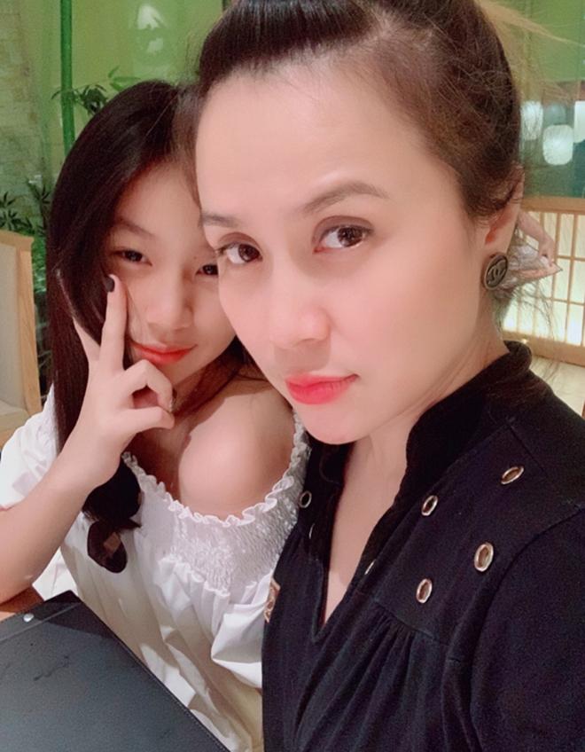 Vẻ phổng phao, xinh đẹp tuổi 15 của con gái ruột Lưu Thiên Hương  - Ảnh 1.