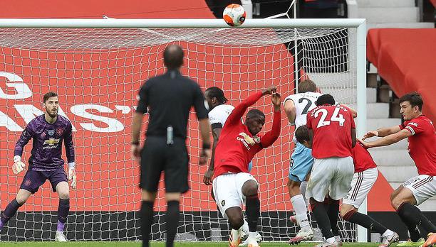 Man United mất điểm vẫn lọt vào top 4; Liverpool vùi dập Chelsea trong ngày trọng đại - Ảnh 2.