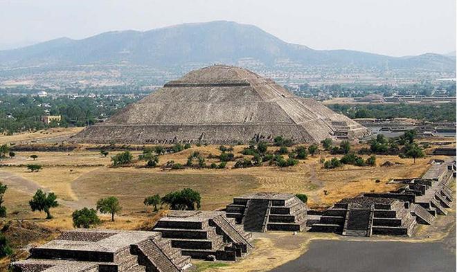 Kim tự tháp bí ẩn lớn gấp 2 lần Giza được người khổng lồ cao 3m xây dựng? - Ảnh 1.