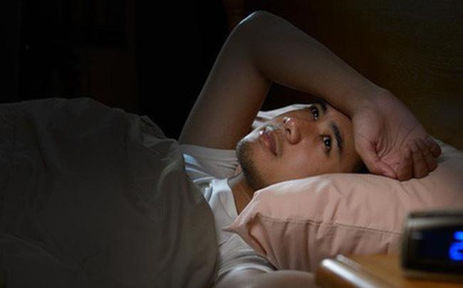 Cả ngày buồn ngủ nhưng đêm lại thao thức, tỉnh táo: BS chỉ ra nguyên nhân bạn cần thay đổi - Ảnh 3.