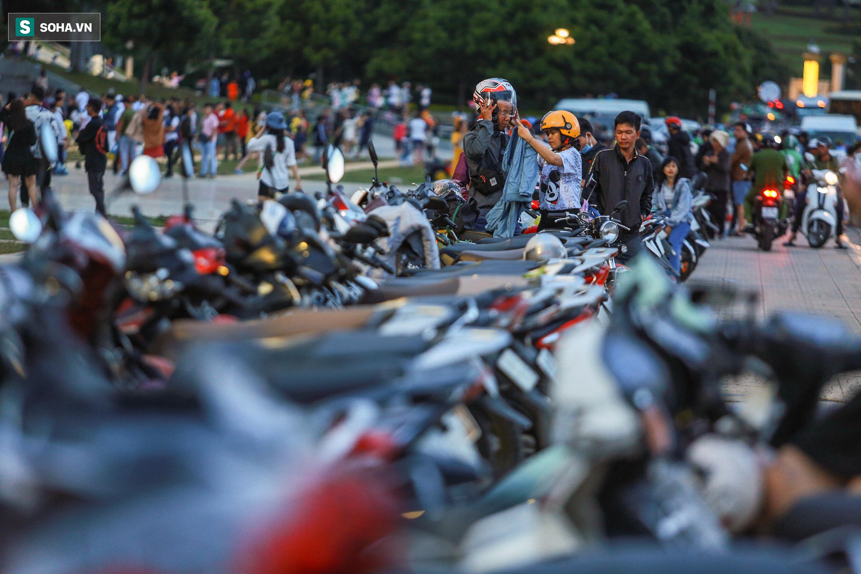 [Ảnh] Kẹt xe, ùn tắc khắp nơi ở Đà Lạt dịp cuối tuần - Ảnh 8.