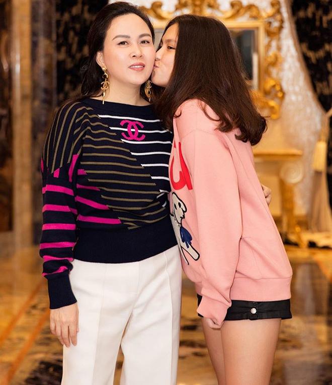 Chân dung cô con gái 17 tuổi phổng phao, sành điệu của Phượng Chanel - Ảnh 3.
