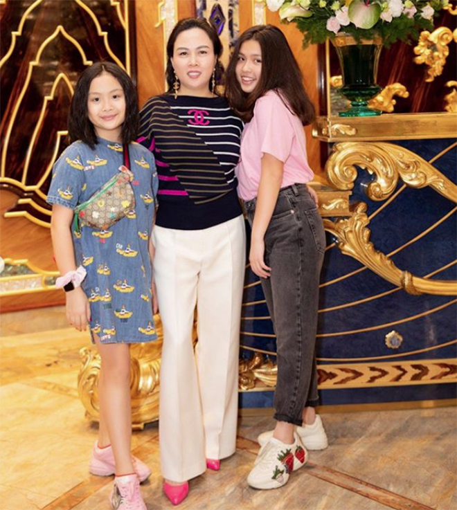 Chân dung cô con gái 17 tuổi phổng phao, sành điệu của Phượng Chanel - Ảnh 1.
