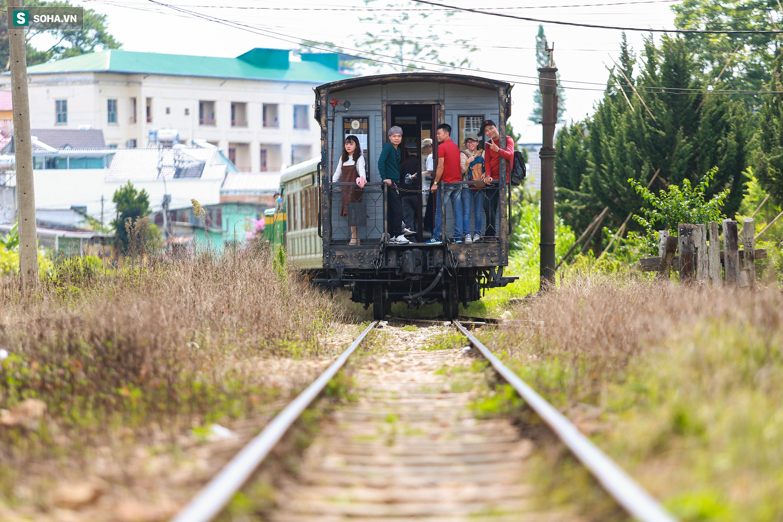 Vẻ đẹp cổ kính của ga tàu hoả gần 100 tuổi ở Đà Lạt nhìn từ trên cao - Ảnh 16.