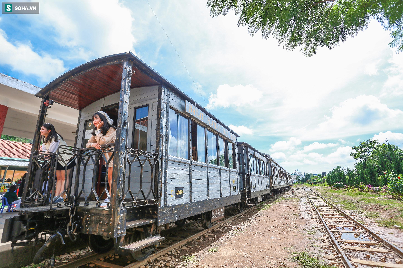 Vẻ đẹp cổ kính của ga tàu hoả gần 100 tuổi ở Đà Lạt nhìn từ trên cao - Ảnh 9.