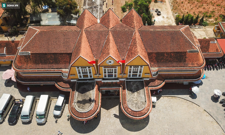 Vẻ đẹp cổ kính của ga tàu hoả gần 100 tuổi ở Đà Lạt nhìn từ trên cao - Ảnh 7.
