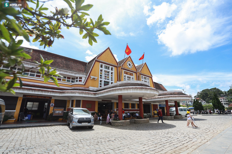 Vẻ đẹp cổ kính của ga tàu hoả gần 100 tuổi ở Đà Lạt nhìn từ trên cao - Ảnh 17.