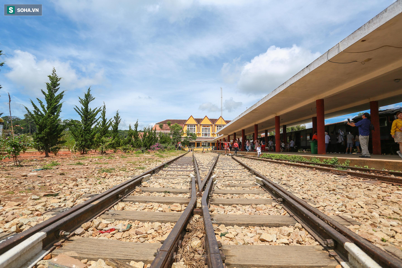Vẻ đẹp cổ kính của ga tàu hoả gần 100 tuổi ở Đà Lạt nhìn từ trên cao - Ảnh 10.
